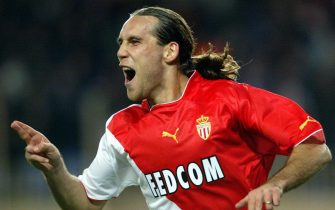 epa00158595 (FILES) Croatian national team forward Dado Prso celebrates after scoring for his club AS Monaco during a Champions League match against Deportivo la Coruna at Charle II Stadium in Monaco Tuesday 5 November 2003.  EPA/HOSLET OLIVIER