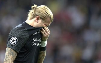 epaselect epa06765816 Liverpool goalkeeper Loris Karius reacts after losing the UEFA Champions League final between Real Madrid and Liverpool FC at the NSC Olimpiyskiy stadium in Kiev, Ukraine, 26 May 2018.  EPA/SEDAT SUNA