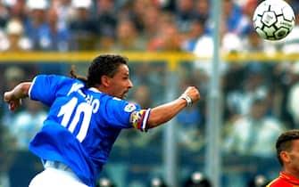 Roberto Baggio con la maglia del Brescia durante la partita contro il Lecce, in una immagine del 16 settembre 2001.ANSA/ALABISO/DRN