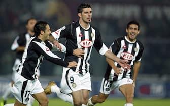 ©Stefano D'Errico / LaPresse27-11-2004 LivornoSport CalcioLivorno Udinese campionato serie A 2004 2005Nella foto ESULTANZA DOPO IL GOL DELL'1-0 DI VINCENZO IAQUINTA