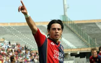 © ENRICO LOCCI / LAPRESSE22-05-2005 CAGLIARISPORT CALCIO CAMPIONATO SERIE A TIM CAGLIARI - UDINESENELLA FOTO ESULTANZA DI esposito dopo il gol dell'1-1