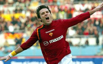epa02594783 (FILE) A file picture dated 09 January 2005 shows AS Roma's Vincenzo Montella celebrating after scoring a goal during the Italian Serie A soccer match against Atalanta Bergamo in Rome, Italy. AS Roma have appointed Vincenzo Montella as coach until the end of the season, the Serie A club announced on 21 February 2011. Montella replaced Claudio Ranieri, who resigned following a 4-3 defeat against Serie A rivals Genoa on February 20.  EPA/CLAUDIO ONORATI