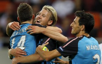 epa02941915 PSV Eindhoven captain Ola Toivonen (C) celebrates with his teammates Dries Mertens (L) and Stanislav Manolev (R) after scoring the 2-1 lead during the UEFA Europa League group C soccer match between Rapid Bucharest and PSV Eindhoven at National Arena in Bucharest, Romania, 29 September 2011. PSV won 3-1.  EPA/ROBERT GHEMENT
