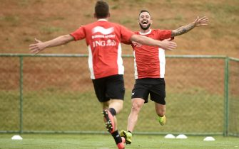 Belgium's midfielder Dries Mertens (L) and Belgium's midfielder Steven Defour take part in a training session during the 2014 FIFA World Cup football tournament in Mogi das Cruzes on June 19, 2014.      AFP PHOTO MARTIN BUREAU        (Photo credit should read MARTIN BUREAU/AFP via Getty Images)