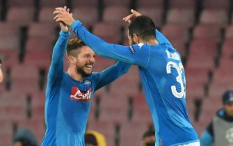 Napoli's Dries Mertens jubilates with his teammate Raul Albiol (R) after scoring the goal during the Uefa Champions League Group F soccer match SSC Napoli vs Shakhtar Donetsk at the San Paolo stadium in Naples, Italy, 21 November 2017.ANSA/CIRO FUSCO