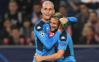 epa07944346 Napoli's Jose Callejon (L) and Napoli's Dries Mertens (R) celebrate during the UEFA Champions League group E soccer match between FC Salzburg and SSC Napoli in Salzburg, Austria, 23 October 2019.  EPA/CHRISTIAN BRUNA *** Local Caption *** 55569152