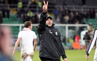 Italian head coach of Juventus, Antonio Conte, celebrates at the end of Italian Serie A soccer match against Palermo at 'Renzo Barbera' stadium in Palermo, 9 December 2012. Juventus won 1-0.  ANSA/FRANCO LANNINO