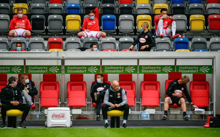 Il distanziamento sulle panchine della Bundesliga