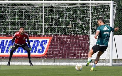 CR7 sfida Pinsoglio: che gol in allenamento! VIDEO