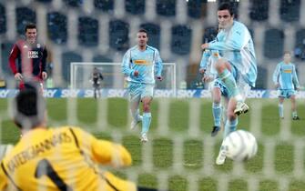 © Michele Ricci/ Lapresse28-11-2004 RomaSport CalcioCampionato serie A Tim gara Lazio - CagliariLa rete messa a segno su rigore da Massimo Oddo