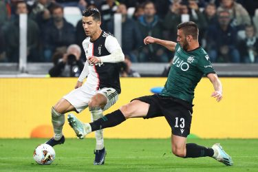 TURIN, ITALY - OCTOBER 19: Cristiano Ronaldo of Juventus FC competes for the ball with Mattia Bani of Bologna FC during the Serie A match between Juventus and Bologna FC at Allianz Stadium on October 19, 2019 in Turin, Italy. (Photo by Marco Luzzani/Getty Images)