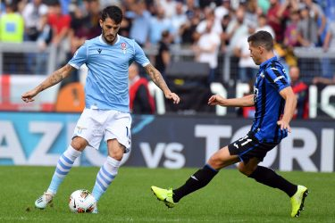 ROME, ITALY - OCTOBER 19:  Luis Alberto of SS Lazio Compete for the ball with Remo Freuler of Atalanta BC during the Serie A match between SS Lazio and Atalanta BC at Stadio Olimpico on October 19, 2019 in Rome, Italy.  (Photo by Marco Rosi/Getty Images)