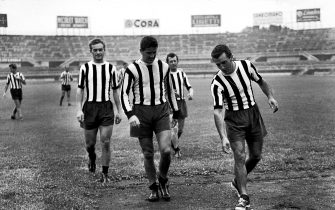 ***** Collection Juventus *****© Silvio Durante / LAPRESSEArchivio Storico 28-08-1951 TorinoSport calcioNella foto: i calciatori della Juventus CARLO PAROLA e ROMOLO BIZZOTTO in allenamento. NEG- 12094