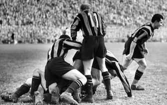 anni '50Istvan Nyers, detto anche Stefano o Etienne (Freyming-Merlebach, 25 marzo 1924 – Subotica, 9 marzo 2005), è stato un calciatore francese naturalizzato ungherese, di ruolo attaccanteNella foto: Istvan Nyers - Partita Inter - Milan 1-0