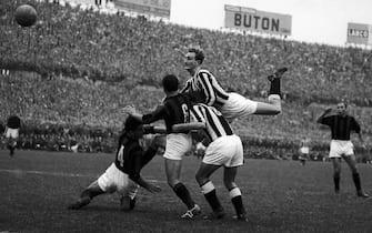 ***** Collection Juventus *****© Silvio Durante / LAPRESSEArchivio StoricoTorino 20-10-1950Juventus-Milan 1-1Nella foto:  JOHN HANSEN e KARL HANSEN in area milanistaNEG- 2092