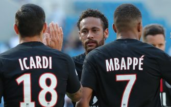 epa08542261 Paris Saint Germain's Neymar Jr (C), Mauro Icardi (L) and Kylian Mbappe (R) react during the friendly soccer match between Le Havre AC and Paris Saint-Germain (PSG) at the Oceane stadium in Le Havre, France, 12 July 2020. The friendly match is the first to be played in front of a crowd of 5,000 spectators since March and the nationwide lockdown due to the ongoing coronavirus COVID-19 pandemic.  EPA/CHRISTOPHE PETIT TESSON