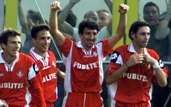 20011014-PARMA-SPR:CALCIO: PARMA-PIACENZA.L'esultanza dei giocatori del Piacenza dopo il gol del 2-1.Al centro l'autore Dario  Hubner.                      GIORGIO BENVENUTI        ANSA