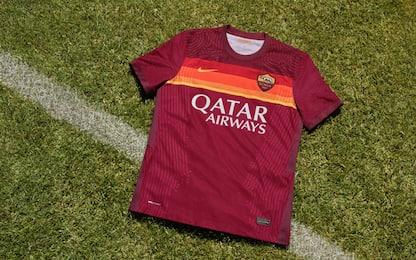 Roma, maglia 2020-2021 ispirata al passato. FOTO