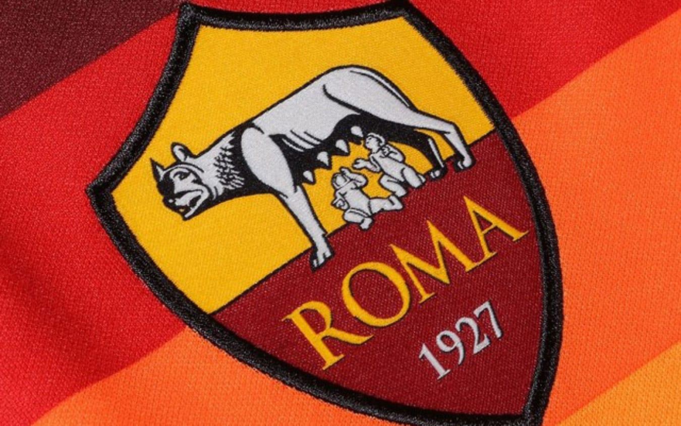 Roma, la prima maglia 2020 2021 con Zaniolo e Pellegrini ...