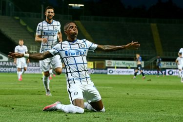 Inter's Ashley Young jubilates after scoring the 0-2 goal during the Italian Serie A soccer match Atalanta BC vs IFC nter at the Gewiss Stadium in Bergamo, Italy, 02 August 2020. ANSA/PAOLO MAGNI