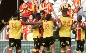 Lens' French striker Florian Sotoca (C-R) is congratuled by teammates after scoring during the French L1 friendly football match between RC Lens (RCL) and Dijon FCO (DFCO) at the Bollaert Stadium in Lens, northern France on August 15, 2020. (Photo by FRANCOIS LO PRESTI / AFP) (Photo by FRANCOIS LO PRESTI/AFP via Getty Images)