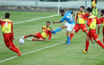 CASTEL DI SANGRO, ITALY - AUGUST 28: (BILD ZEITUNG OUT) Amin Younes of Napoli scores his team's sixht goal during the pre-season friendly match between SSC Napoli and Castel Di Sangro at Stadio Comunale Teofilo Patini on August 28, 2020 in Castel di Sangro, Italy. (Photo by Matteo Ciambelli/DeFodi Images via Getty Images)