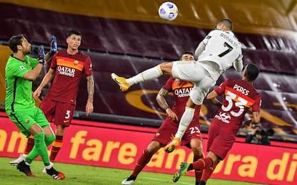 Ronaldo salva la Juve in 10: 2-2 con la Roma