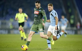 epa08120537 Napoli's Kostas Manolas (L) in action against Lazio's Ciro Immobile (R) during the Serie A soccer match between SS Lazio and SSC Napoli at the Olimpico stadium in Rome, Italy, 11 January 2020.  EPA/RICCARDO ANTIMIANI