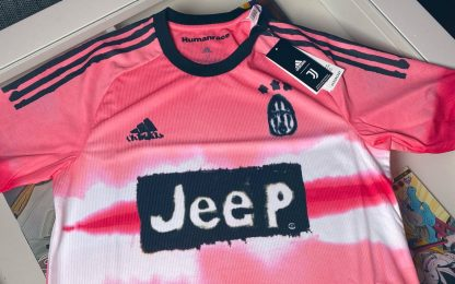 Juve in rosa col Verona: ecco la 4^ maglia. FOTO
