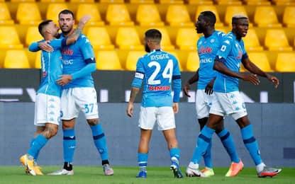 Napoli ribalta Benevento: 2-1 e vetta a un punto