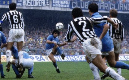 """Napoli, primo 1-0 dal gol """"impossibile"""" di Diego"""