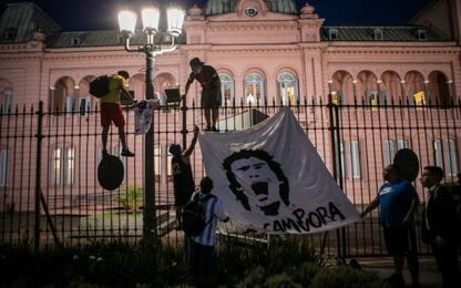 Il feretro di Maradona alla Casa Rosada. VIDEO