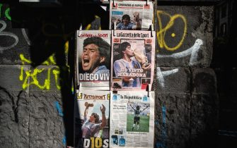 NAPLES, ITALY - NOVEMBER 26:  Covers of national newspapers are seen at a newsstand the day after the death of soccer player Diego Armando Maradona on November 26, 2020 in Naples, Italy. Diego Armando Maradona died at 60 after a cardiocirculatory arrest while he was at his house in Tigre, Argentina, where he was spending his convalescence after brain surgery three weeks before. (Photo by Ivan Romano/Getty Images)