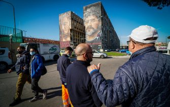 Napoli's fans pay homage to Diego Armando Maradona near the huge mural by Italian artist Jorit Agoch depicting the Argentinian soccer legend, in the San Giovanni a Teduccio neighbourhood in Naples, Italy, 26 November 2020. Soccer legend Diego Maradona died on 25 November at the age of 60 after a heart attack. ANSA/ CESARE ABBATE