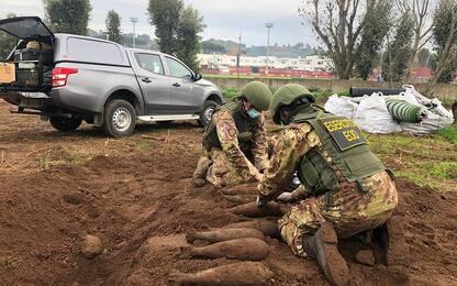 Ordigni bellici a Trigoria: esercito in azione