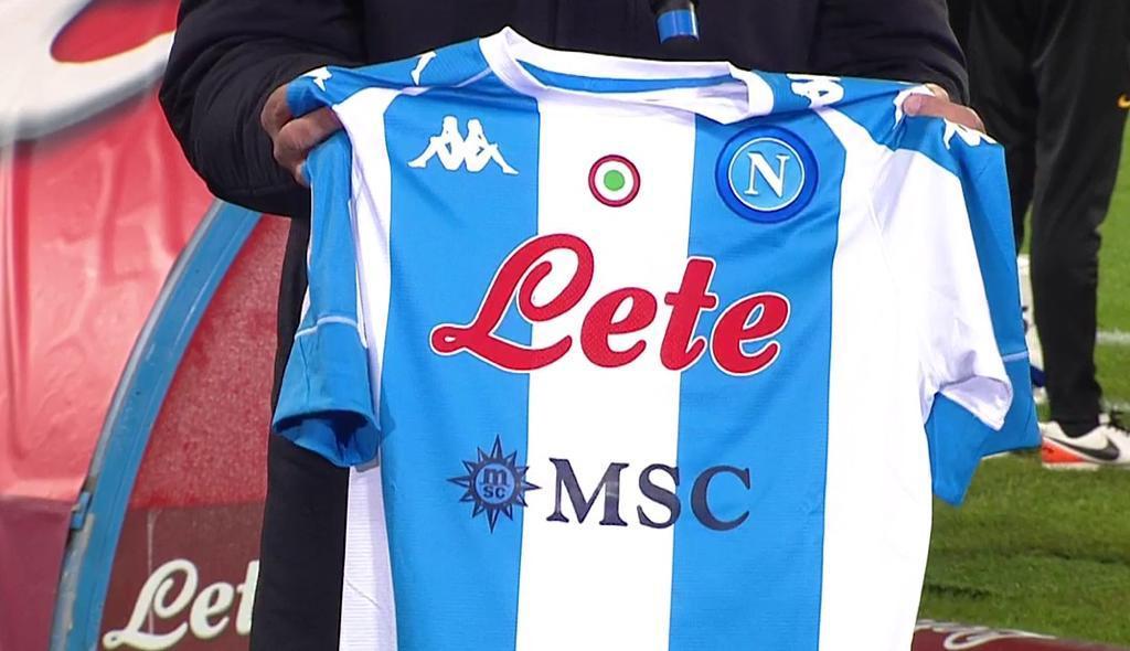 Napoli Roma, la maglia di casa dedicata a Maradona | Sky Sport