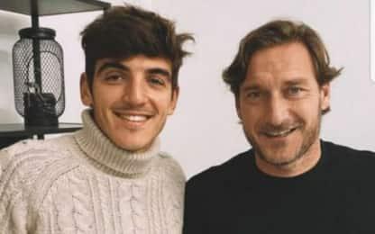 """Villar pranza con Totti: """"Senza parole, leggenda"""""""