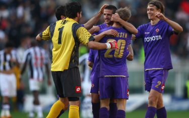 TURIN, ITALY - MARCH 02:  Fiorentina players celebrate their 3-2 victory on the final whistle during the Serie A match between Juventus and Fiorentina at the Stadio Olimpico on March 2, 2008 in Turin,Italy.  (Photo by Michael Steele/Getty Images)