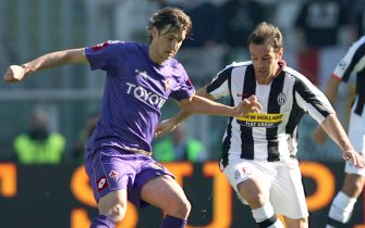 TURIN, ITALY - MARCH 2:  Cristiano Zanetti of Juventus and Zavrko Kuzmanovic of Fiorentina in action during the Serie A match between Juventus and Fiorentina at the Stadio Olimpico on March 2, 2008 in Turin, Italy. (Photo by New Press/Getty Images)