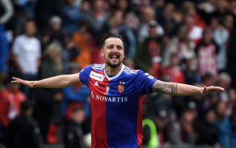 Basel's Serbian midfielder Zdravko Kuzmanovic celebrates after winning the Swiss Football Cup final match between FC Basel 1893 and FC Thun at the Stade de Suisse stadium on May 19, 2019 in Bern. (Photo by Fabrice COFFRINI / AFP)        (Photo credit should read FABRICE COFFRINI/AFP via Getty Images)
