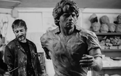 """Statua di Maradona a Napoli: """"Come un dio greco"""""""