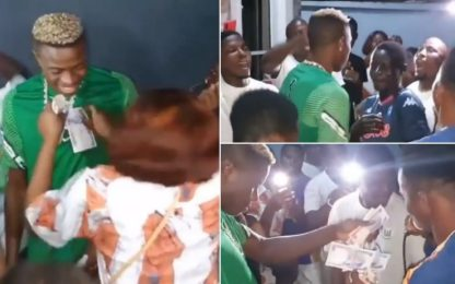Osimhen, festa senza mascherine in Nigeria. VIDEO