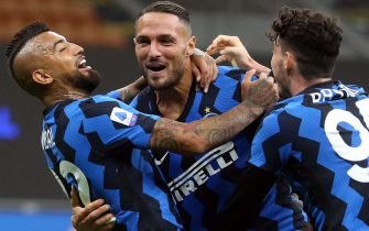 Inter Milan's Danilo D'Ambrosio (C) jubilates with his teammates after scoring the goal during the Italian Serie A soccer match Inter FC vs ACF Fiorentina at the Giuseppe Meazza stadium in Milan, Italy, 26 September 2020.ANSA/MATTEO BAZZI