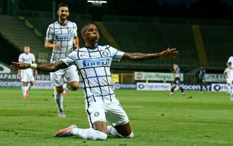 Inter's Ashley Young jubilates after scoring the 0-2 goal during the Italian Serie A soccer match Atalanta BC vs IFC nter at the Gewiss Stadium in Bergamo, Italy, 02 August 2020.ANSA/PAOLO MAGNI