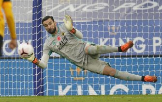 epa08807968 Wolverhampton's goalkeeper Rui Patricio saves a penalty during the English Premier League soccer match between Leicester City and Wolverhampton Wanderers in Leicester, Britain, 08 November 2020.  EPA/Tim Keeton / POOL EDITORIAL USE ONLY. No use with unauthorized audio, video, data, fixture lists, club/league logos or 'live' services. Online in-match use limited to 120 images, no video emulation. No use in betting, games or single club/league/player publications.
