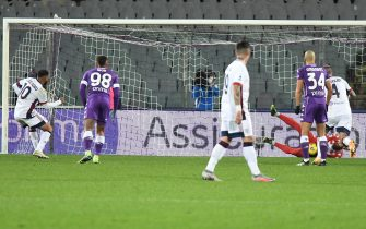 Fiorentina's goalkeeper Bartlomiej Dragowski (R) stop penalty spot during the Italian Serie A soccer match between ACF Fiorentina and Cagliari Calcio at the Artemio Franchi stadium in Florence, Italy, 10 January 2021. ANSA/CLAUDIO GIOVANNINI