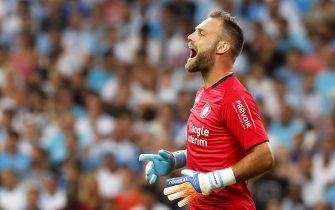 epa06941658 Toulouse's goalkeeper Baptiste Reynet reacts during the French Ligue 1 soccer match between Olympique Marseille and Toulouse FC at the Velodrome Stadium in Marseille, southern France, 10 August 2018.  EPA/SEBASTIEN NOGIER