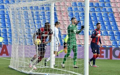 Crotone-Benevento 4-0 e Sassuolo-Parma 0-1 LIVE