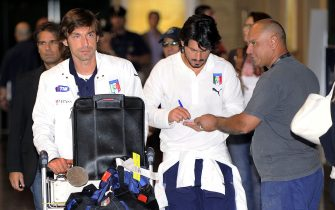 20090623 - MALPENSA (VARESE) - SPR - CALCIO: NAZIONALE RIENTRATA IN ITALIA. Andrea Pirlo (s) e Gennaro Gattuso oggi all'aeroporto milanese di Malpensa dopo il rientro dal Sud Africa. DANIEL DAL ZENNARO/ANSA