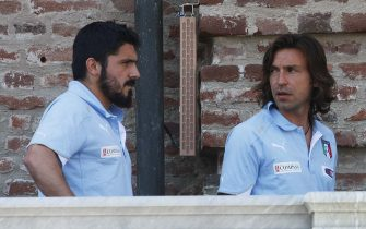 VENARIA, TORINO. LA NAZIONALE ITALIANA DI CALCIO SI RITROVA E PARTE PER IL RITIRO PRE MONDIALE AL SESTRIERE, PRIMA DI PARTIRE PER IL SUD AFRICA NELLE FOTO GENNARO GATTUSO E ANDREA PIRLO (TORINO - 2010-05-23, Mediapress_giulio Lapone) p.s. la foto e' utilizzabile nel rispetto del contesto in cui e' stata scattata, e senza intento diffamatorio del decoro delle persone rappresentate